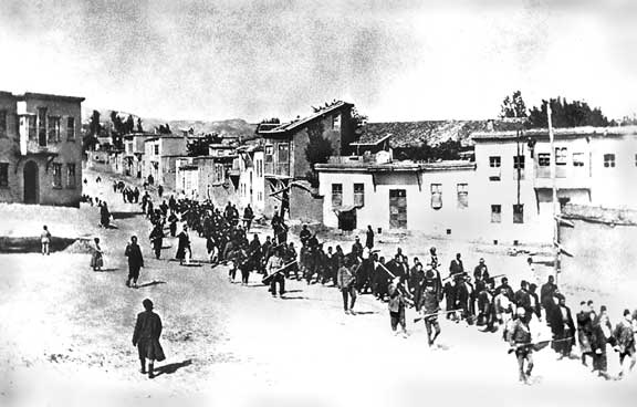 Armenians_marched_by_Turkish_soldiers,_1915 WIKIMEDIA